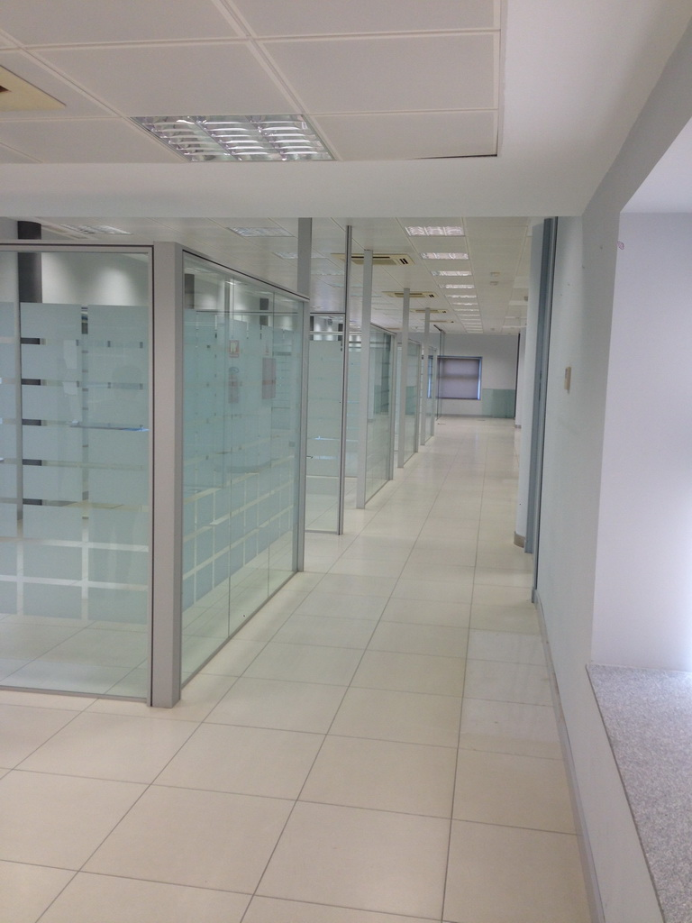 Reforma en m laga en edificio unicaja for Unicaja oficinas
